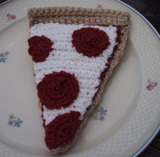 Crocheted pizza
